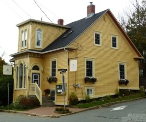 A street view of the pretty yellow period house turned Fleur de Sel restaurant in Lunenburg.