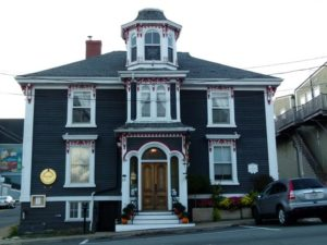 Street view of the Mariner King Historic Inn in Lunenburg.